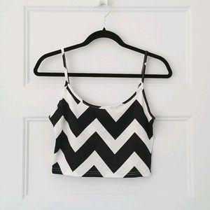 ⭐️ 2/$20 ⭐️Cropped Black & White Chevron Tank Top